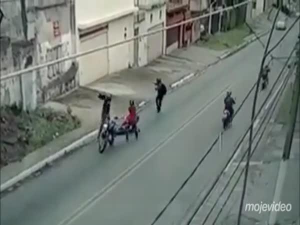 Chtěli ho okrást, měl zbraň (Brazílie)