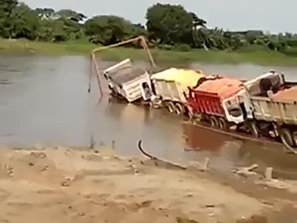 Najdi čtyři náklaďáky