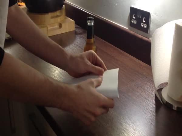 Jak si otevřít pivo listem papíru