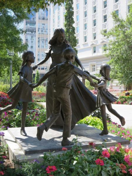 GALERIE - Krásné sochy matek s dětmi