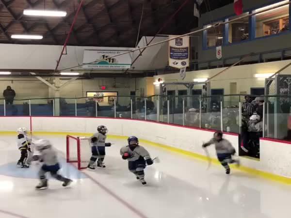 Malí hokejisté a schody