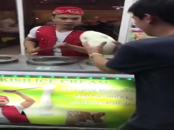 Pomsta zmrzlinářům