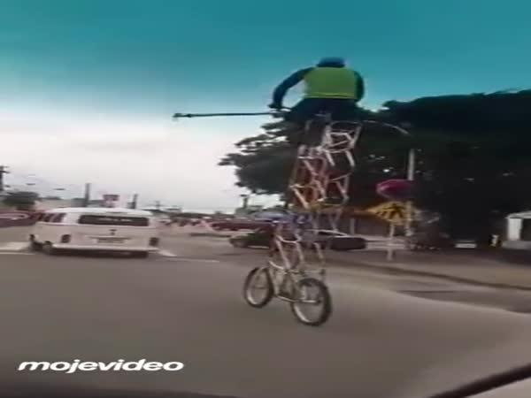 Jezdí na nejvyšším kole