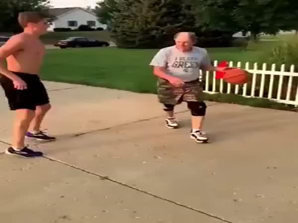 Děda basketbalista