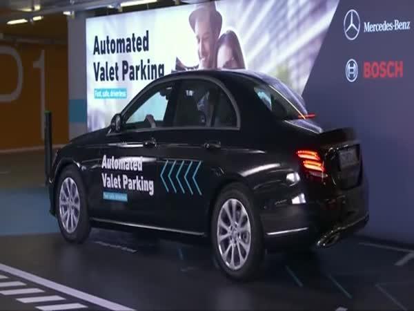 První plně automatický parkovací systém