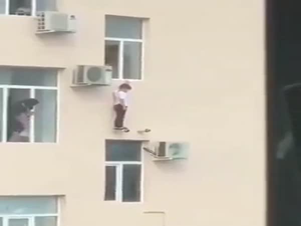Záchrana z okna