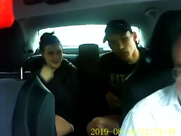 Okradli taxikáře s palubní kamerou