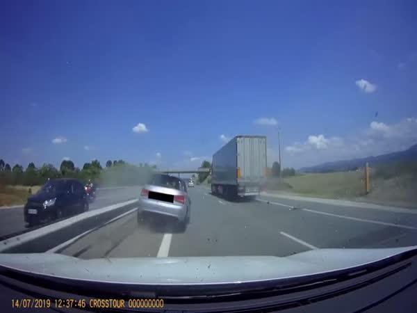 Nehoda - Audi vs. kamion