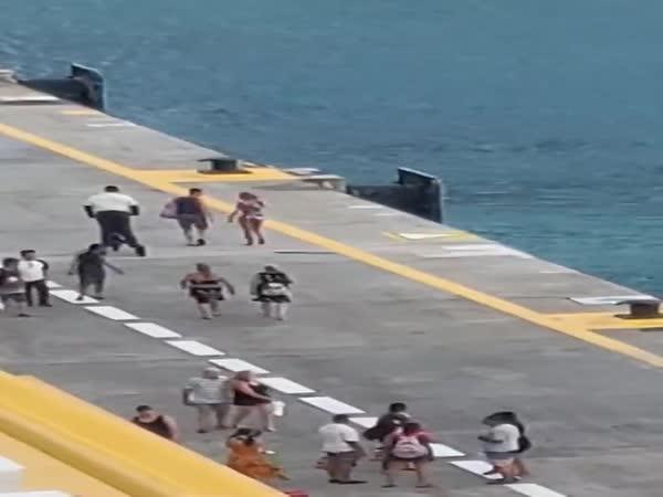 Nestihli výletní loď