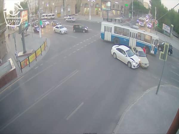 Nehoda na nepřehledné křižovatce