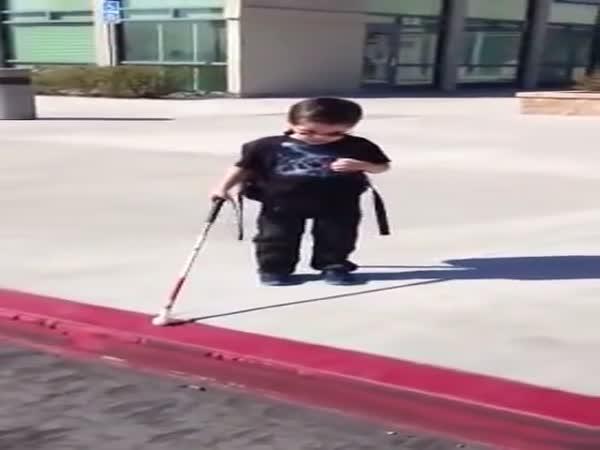4letý slepý chlapec
