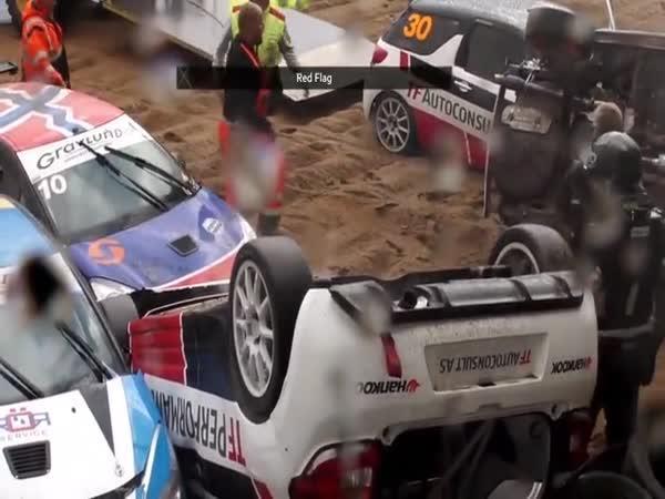 Masová nehoda během závodu