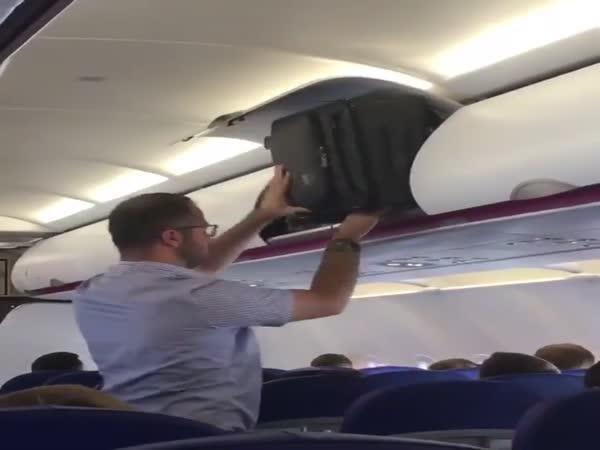 Blbec v letadle