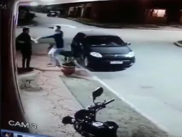 Chtěl přepadnout kamaráda