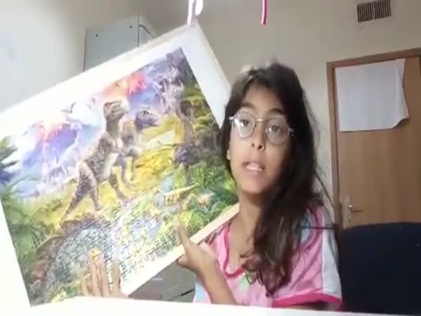 Chtěla se pochlubit složeným puzzle