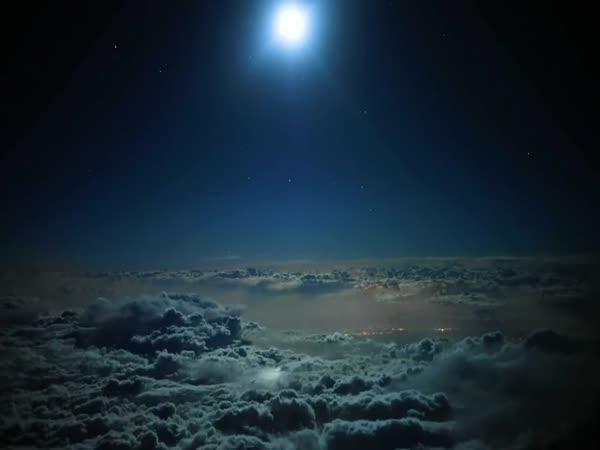 Hyperlapse – noční let nad Arabským poloostrovem