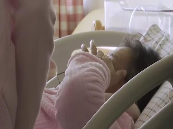V 67 letech porodila dceru