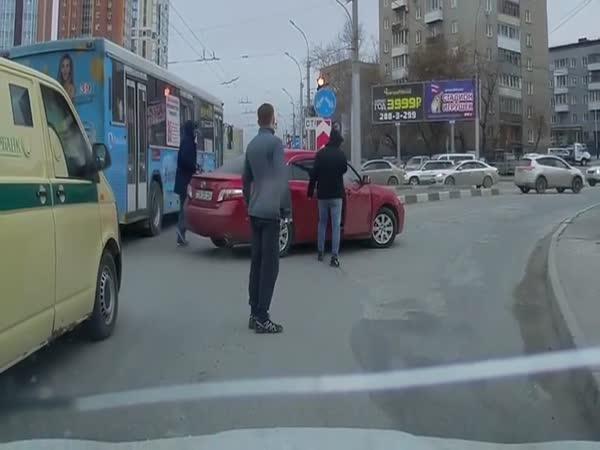 Potyčky řidičů v Novosibirsku