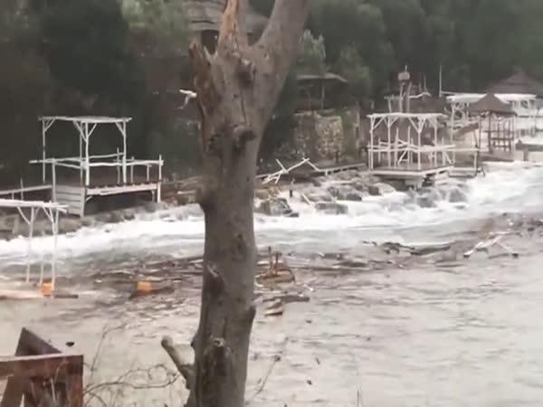 Pobřežím Chorvatska se prohnal orkán