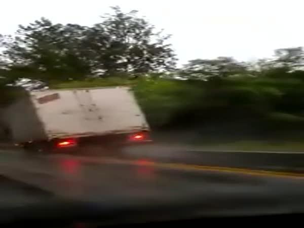 Kamioňákovi přestaly fungovat brzdy