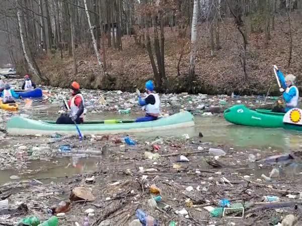 Slovensko – Vodní nádrž plná odpadků