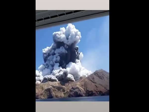 Výbuch sopky nepřežilo 5 lidí