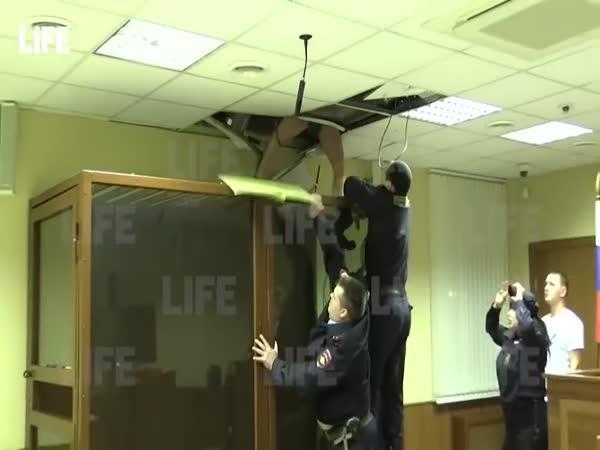 Rusko – Vrah utíká přes strop