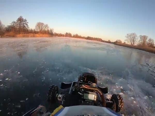 Motokáry na ledě