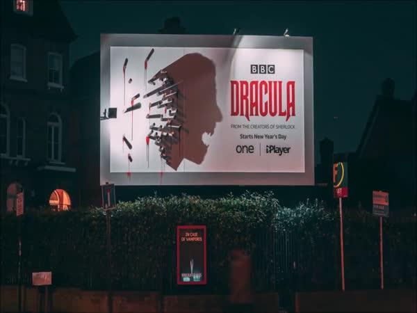 Parádní billboard s Draculou