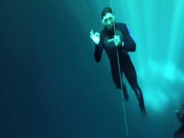 Potápění v mexické Cenotě