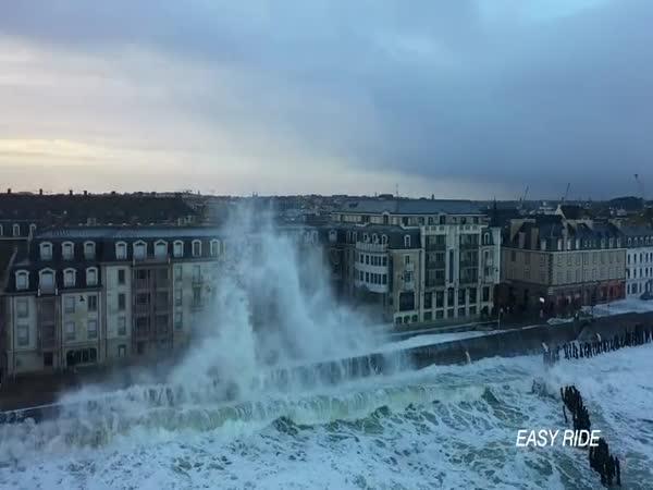 Obří vlny ve Francii