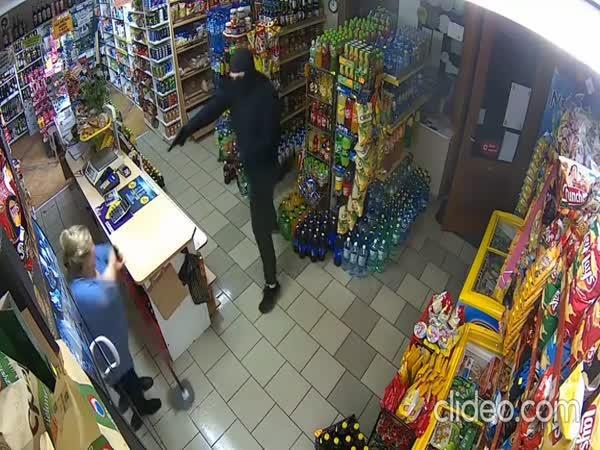 Prodavačka vs. lupič s pistolí