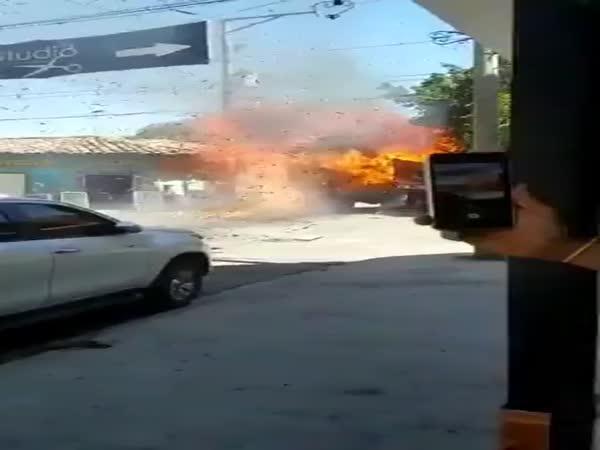 Hořící náklaďák