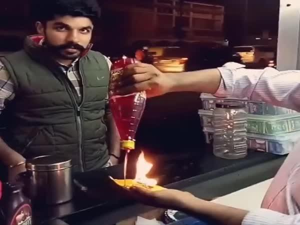 Hořící jídlo z Indie