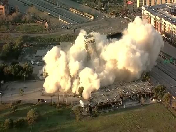 Demolice budovy v USA