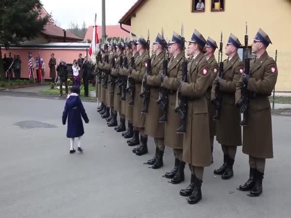 Sbírala vojákům náboje