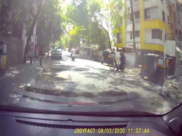 Čelní srážka s motorkou