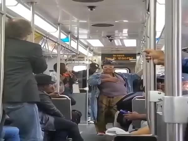 Muzikantské představení v metru