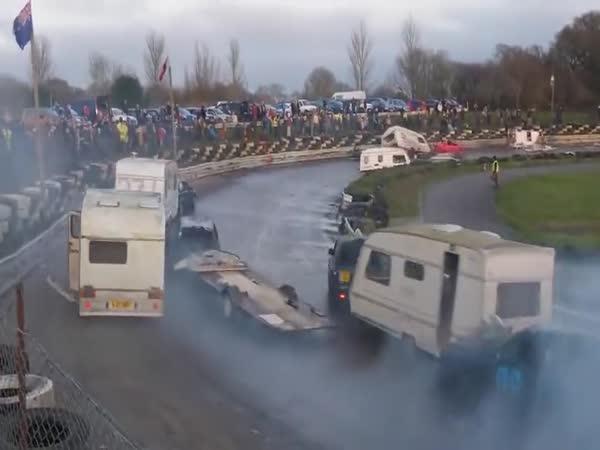 Demoliční derby závod s karavany