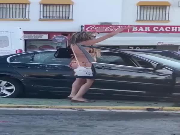 Způsobila nehodu a ještě tancovala