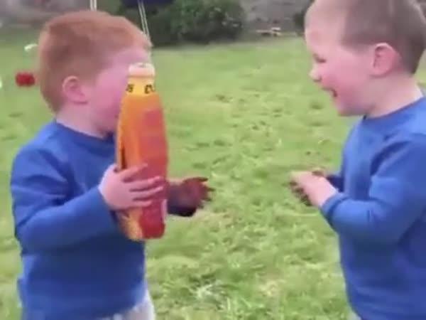Dva chlapci se opili z limonády