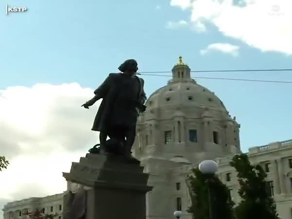 Sundali sochu Kryštofa Kolumba