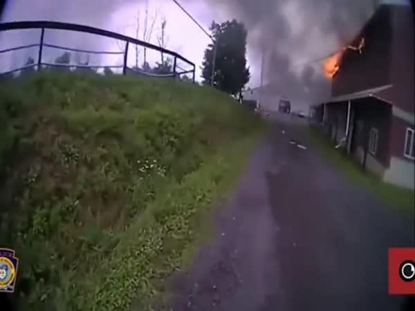Kůň téměř uhořel ve stáji