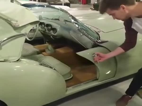 Dveře luxusního auta z roku 1954