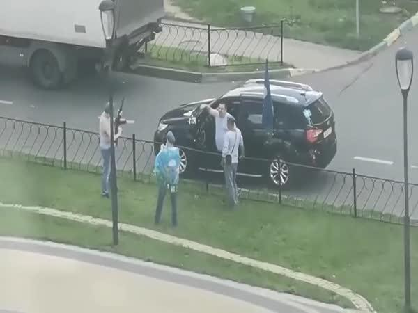 Jen tak si zastříleli ze samopalu