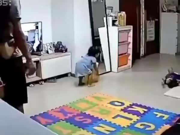 Opřené zrcadlo a děti