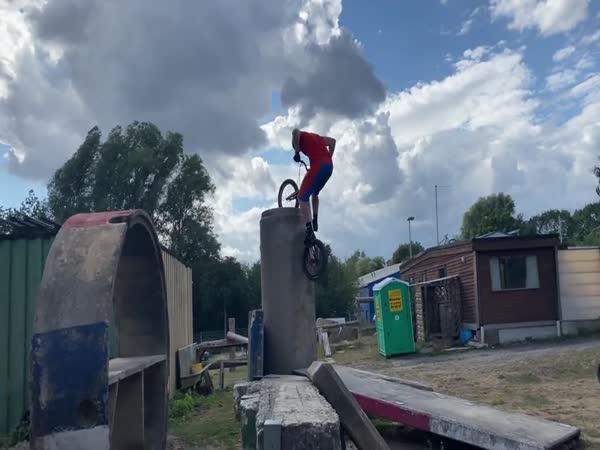 2 metry vysoká překážka na kole