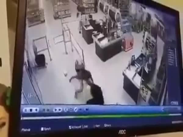 Zmlátil agresivního zloděje