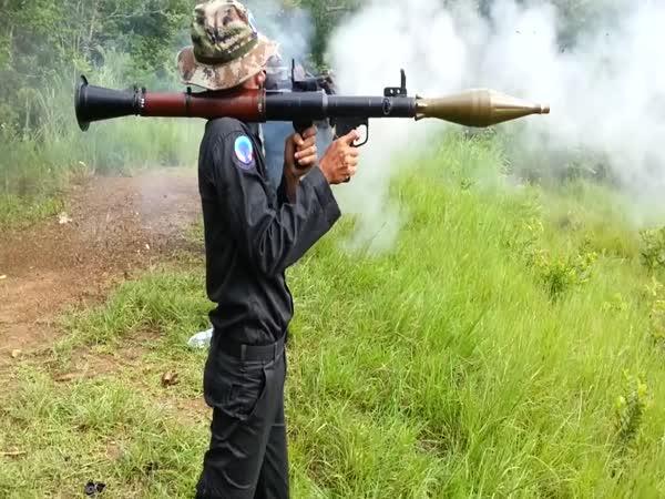 Armáda trénuje střelbu z RPG
