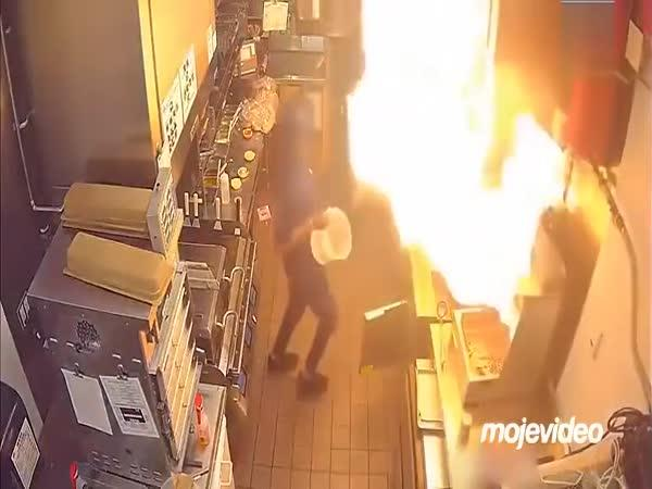 Kuchař nechal hořet fritézu